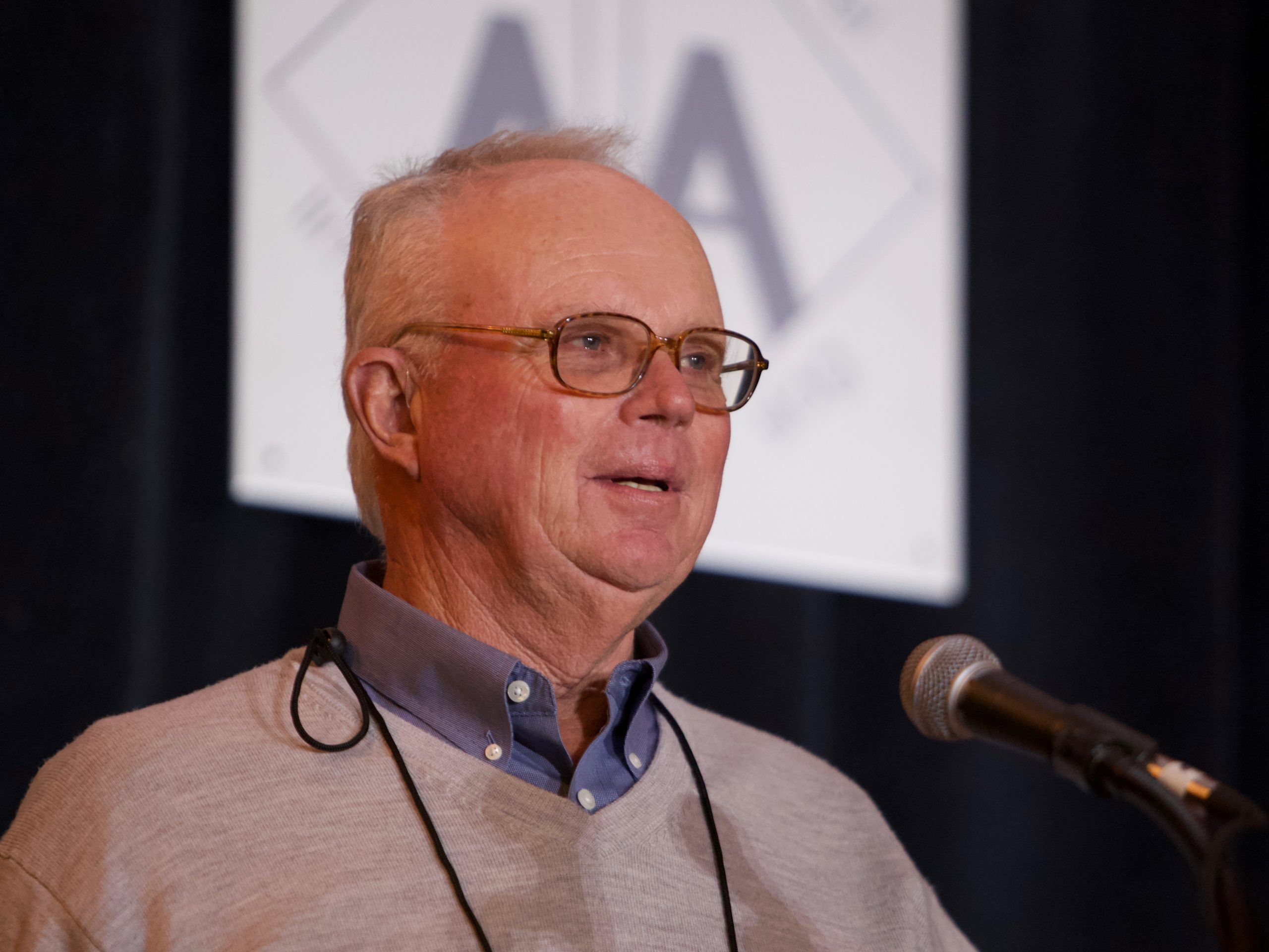 Ken Wanstrath accepts the 2019 IMAA Hall of Fame Award